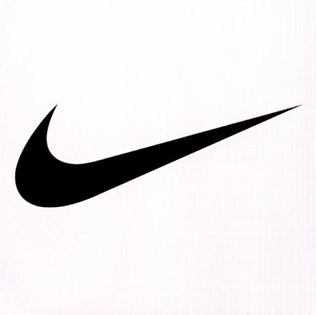 키시 나우, 몰도바 2016 년 11 월 16 일 : 그는 컴퓨터 화면 Nike 브랜드의 브랜드 로고를 신발, 의류, 장비, 액세서리 및 서비스 판매에 종사하는 미국의 다 에디토리얼