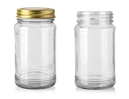 Pusty szklany słoik na białym tle ze ścieżką przycinającą