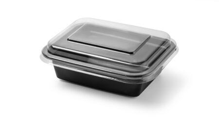 Envase de comida de plástico negro con tapa sobre fondo blanco con trazado de recorte