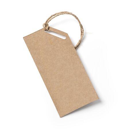 Etiqueta en blanco atada con una cuerda. Etiqueta de precio, etiqueta de regalo, etiqueta de venta, etiqueta de dirección Foto de archivo