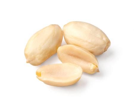 Peanuts are isolated. Peanuts on a white background. Foto de archivo