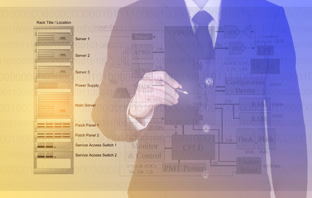 Ingenieur, Geschäftsmann oder Lehrer einen Stift für aktuelle Design und die Entwicklung von Storage-Server und Computer-Systemtechnik oder Netzwerk für IT-Lösung oder Bildung Hintergrund
