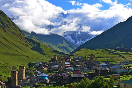 svaneti: Aldea en alto Svaneti, Georgia