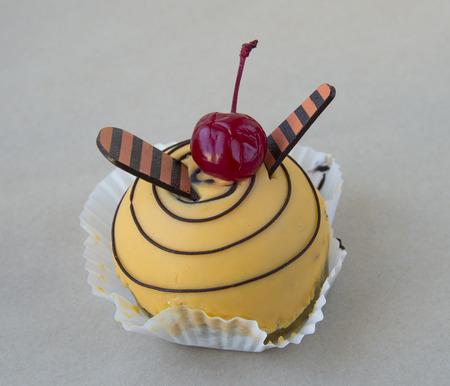 Children cake Bee