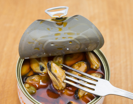 tin: Mussels in a tin