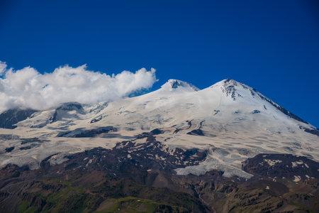 Mount Elbrus in summer. Kabardino-Balkaria 版權商用圖片