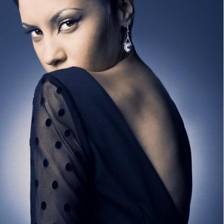 robe de soir�e: Mode photo de jeune femme en robe de soir�e �l�gante