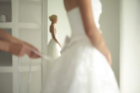 Art foto van een mooie bruid. Badjassen