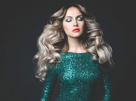 sexy young girl: Мода фото молодой великолепная женщина в расшитой блестками платье Фото со стока