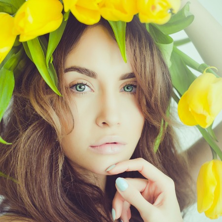 Fashion art portrait of beautiful lady with delicate flowers Standard-Bild