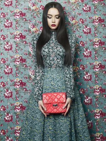 sexy young girl: Мода Арт-фото красивая элегантная дама на фоне цветочные. Весна Лето