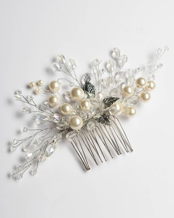 Wedding hair clip, jewelry with pearls and accessories. Fashion and beauty style for women party. Zdjęcie Seryjne