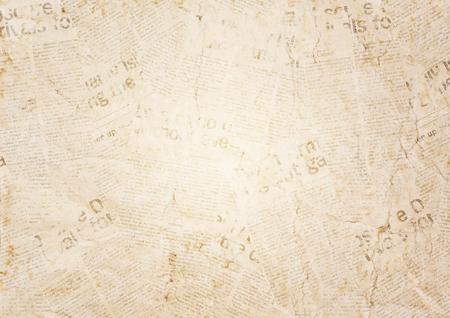 Vecchia priorità bassa di struttura del documento del giornale del grunge. Sfondo sfocato giornale vintage. Pagina strutturata invecchiata della carta della sfuocatura con il posto per testo o l'immagine. Priorità bassa del documento di notizie del collage di seppia. Archivio Fotografico