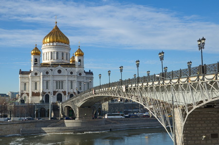 patriarchal: The Cathedral of Christ the Savior and Patriarchal bridge a Sunny winter day, Moscow, Russia