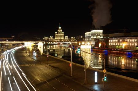 Night view of Moskvoretskaya and Raushskaya embankments with Christmas lights.