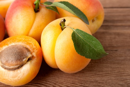 apricot jam: Fresh apricot with leaf on a wooden board