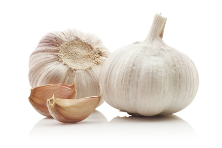 fresh garlic: Garlic isolated on white