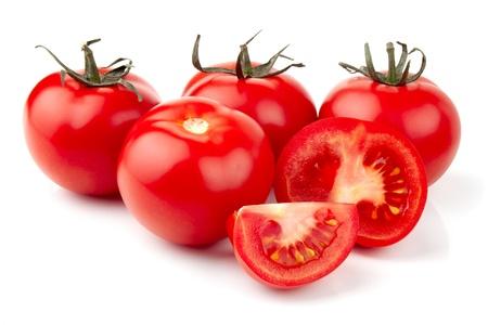 tomate cherry: Tomates frescos sobre blanco