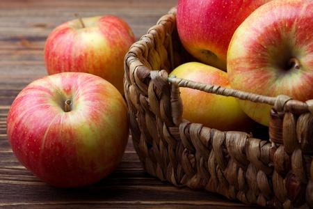 apples: fresh apples