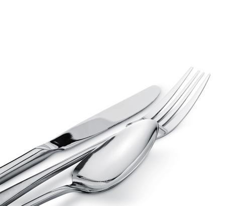 silverware: Tenedor cuchara y cuchillo aisladas sobre fondo blanco