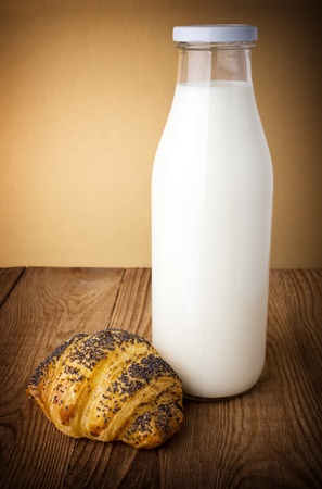browned: Fresh white milk with browned bun on the table