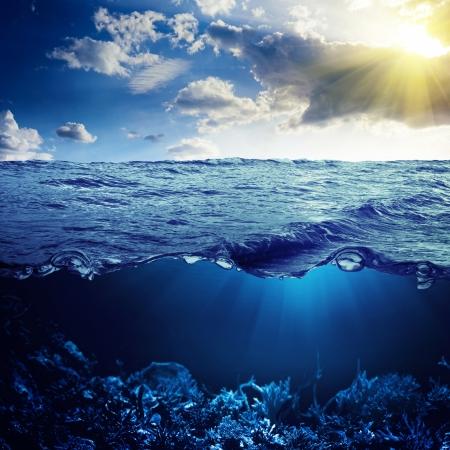 Sky, waterline and underwater background Imagens