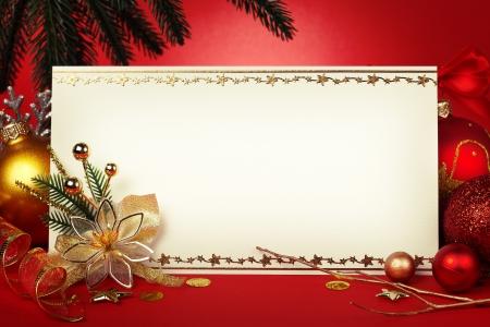Kerstkaart met ruimte en kerstversiering