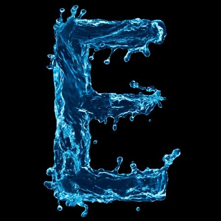 letras negras: Una letra del alfabeto de agua sobre fondo negro
