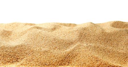 Zandduinen geïsoleerd op witte achtergrond