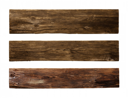 Tablón de madera vieja, aislado sobre fondo blanco. Foto de archivo