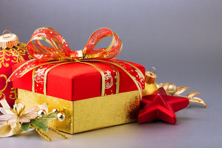 Gold Christmas background with gift and decorations Imagens