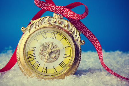 Christmas background with clock and snow Imagens
