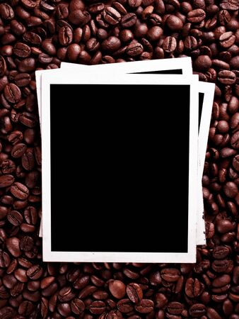 Old photo frames against the backdrop of coffee beans 免版税图像