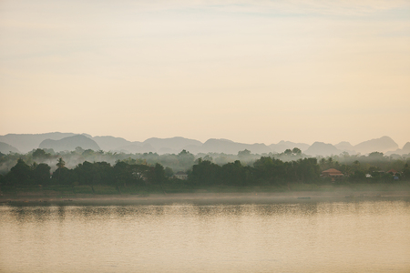 Mekhong river in the morning. View from Nakhon Phanom, Thailand. Banque d'images
