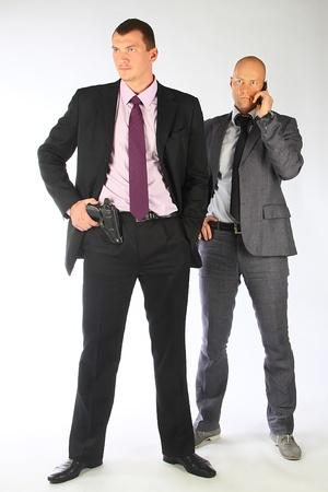 garde corps: L'homme d'affaires et le garde du corps avec un pistolet