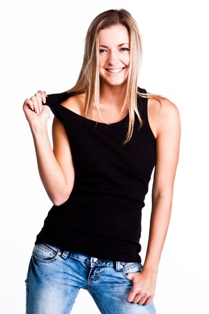 egy fiatal nő csak a: Fiatal, szép és boldog nő egy fekete inget és kék farmert