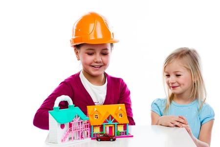 cute little girls: dos ni�as lindo jugar con los constructores Foto de archivo