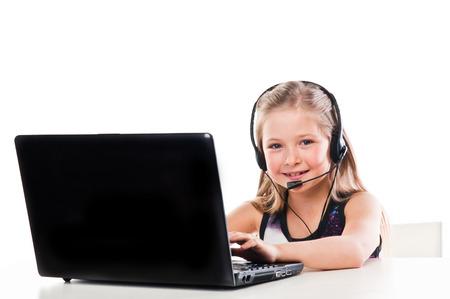 belle fille avec un ordinateur portable et un casque Banque d'images