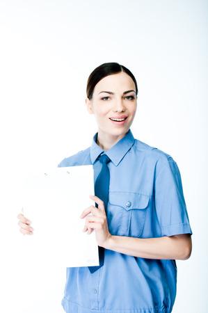 junge und schöne Frau in Polizeiuniform