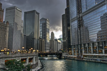 chicago skyline: View of Chicago River in Chicago.