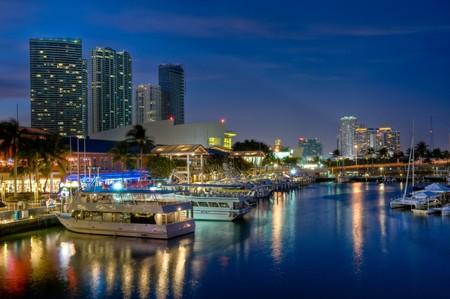 Bekijk van Miami Bayside Market en Marina.