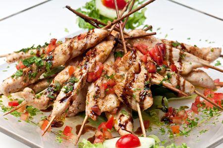 취사를 위해 제공되는 치킨 데리야끼 (닭고기 데리야끼)의 접시. 스톡 콘텐츠