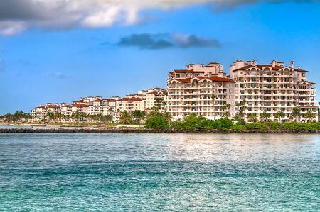 Weergave van appartementen in Fisher Island, een zeer exclusieve enclave in Miami Beach.
