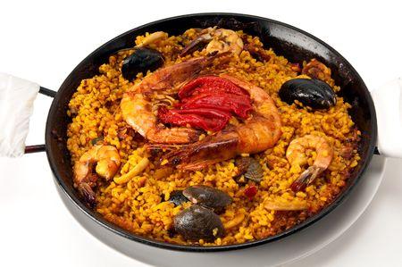 Spaanse paella van traditie vis in de pan, is dit een typische spanish schaaltje.