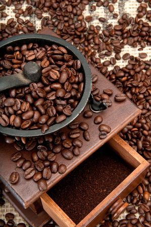 Old coffee grinder and coffe beans over burlap. Stock Photo - 6054650