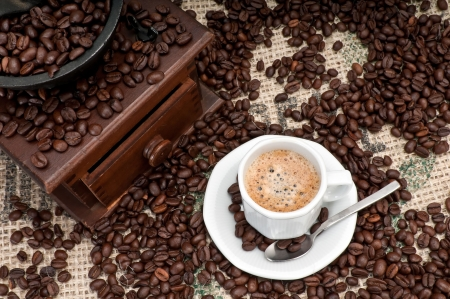 sackcloth: Cup of Expresso Coffee with old grinder and coffee beans. Stock Photo