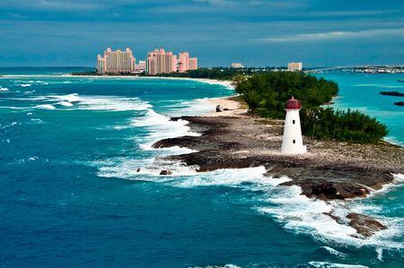 bahamas: Weergave van vuur toren in Nassau, Bahamas en toeristische resorts in de stad,