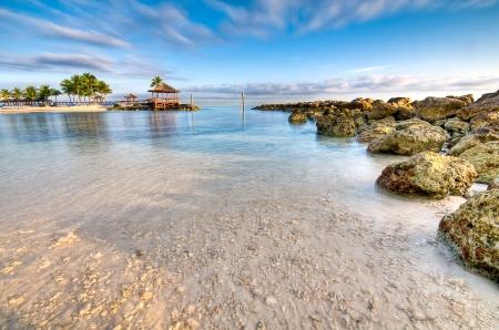 Uitzicht op het strand en de Oceaan in Nassau, Bahamas.  Stockfoto