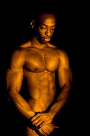 m�nner nackt: Comceptual Bild der Bodybuilder in gold oder goldene Badewanne.  Lizenzfreie Bilder