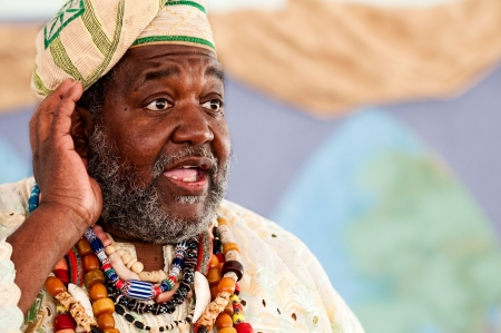 Retrato de cuentacuentos africanos dando un discurso.  Foto de archivo - 6786381